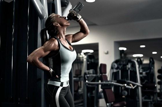 Употребление воды в спортзале