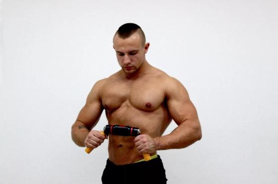 """Спортсмен с тренажером """"Бизон 1М"""""""